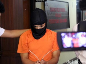 Foto: Ketika Pembunuh Ibu Hamil di Garut Tertunduk Lesu