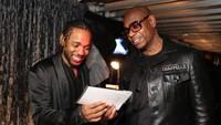 Kira-kira apa yang ditunjukan komedian Dave Chappelle hingga Kendrick Lamar tertawa ya? Christopher Polk/Getty Images for NARAS.