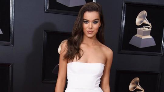 Penampilan Seleb Cantik nan Seksi di Grammy 2018 (2)