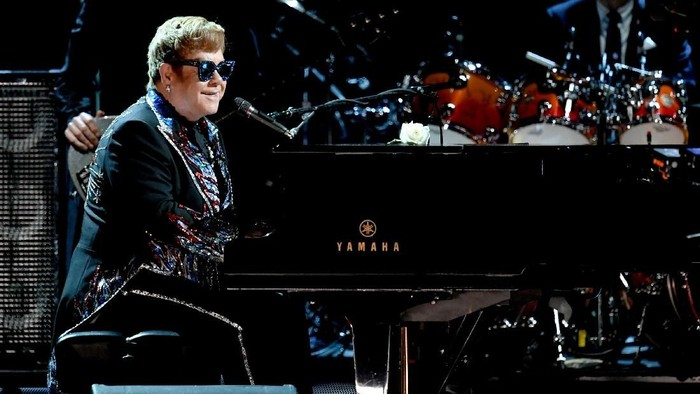 NEW YORK, NY - JANUARY 28:  Recording artist Sir Elton John performs onstage during the 60th Annual GRAMMY Awards at Madison Square Garden on January 28, 2018 in New York City.  (Photo by Kevin Winter/Getty Images for NARAS)