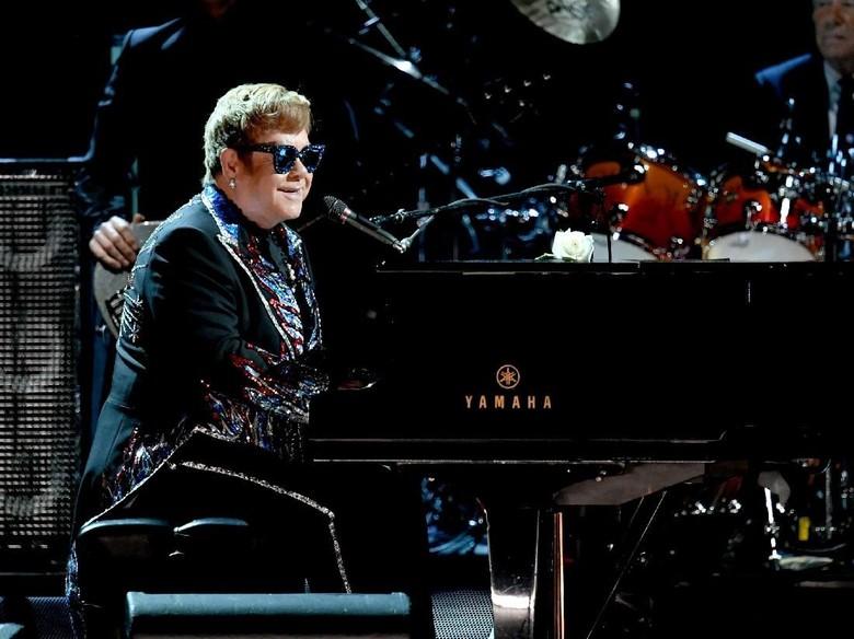 Anjingnya Gigit Wajah Seorang Anak, Elton John Tak Merasa Bersalah