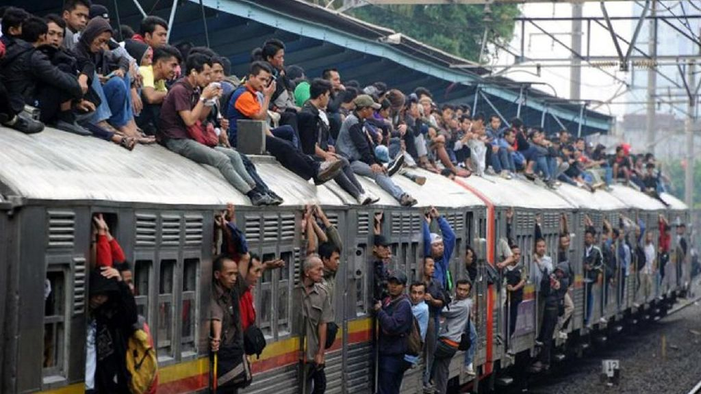 Kereta RI Juga Pernah Bikin Merinding Seperti di India Lho