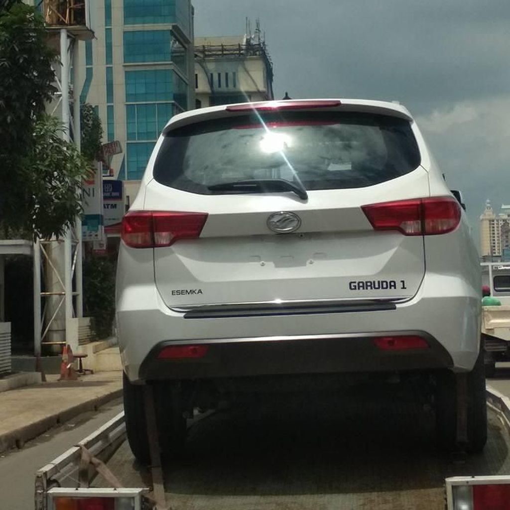 Seberapa Mirip Mobil yang Disebut Esemka dengan Mobil China Ini?