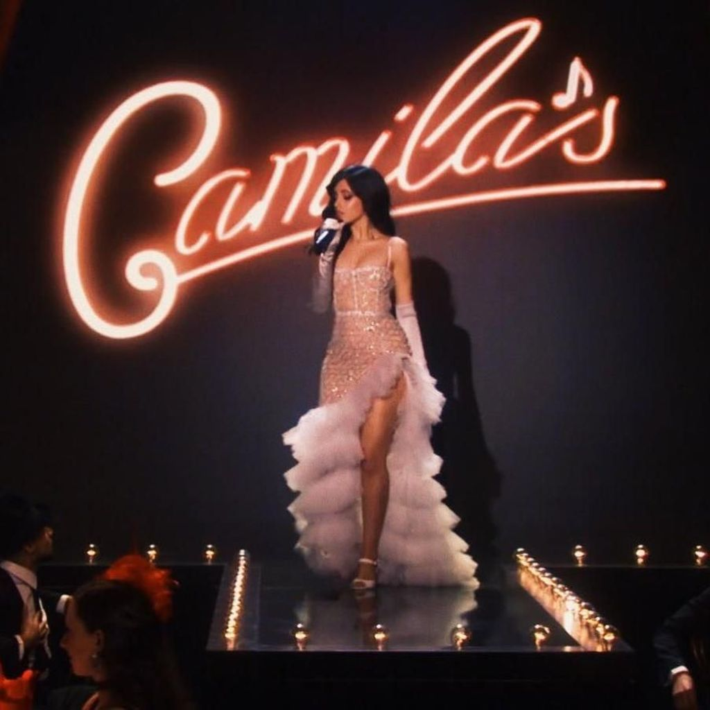 Berdiri Nonton Shawn Mendes, Camila Cabello dan Taylor Swift Halangi Penonton