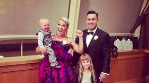 Pesan Manis Suami untuk Penyanyi Pink di Hari Ibu