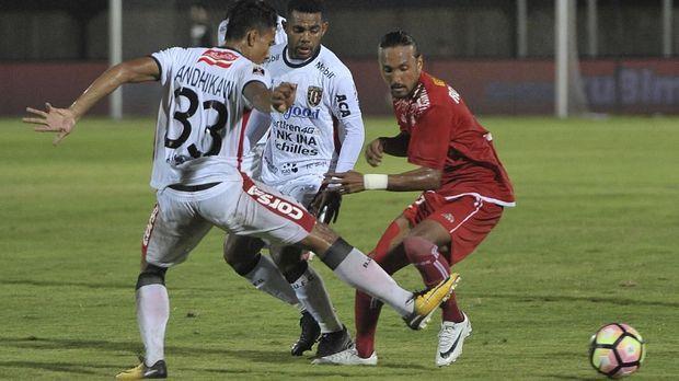 Pertahanan Bali United sangat solid dan sulit ditembus Sriwijaya FC pada leg pertama semifinal Piala Presiden 2018.