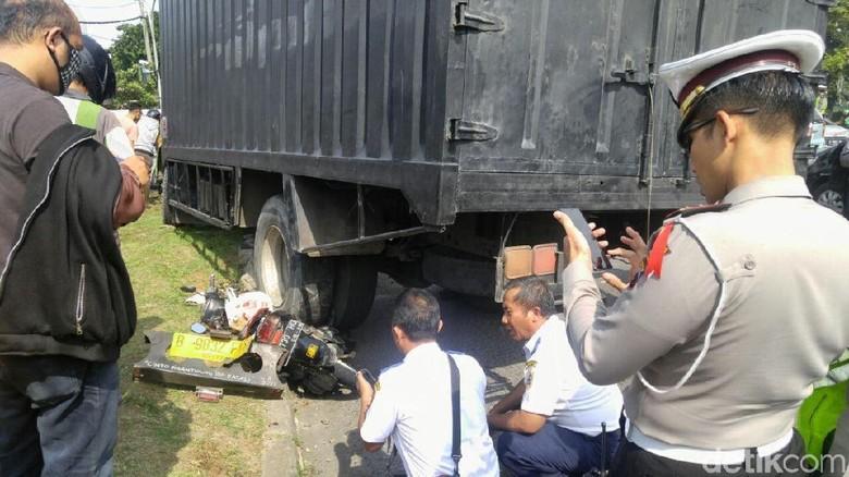 Rem Blong, Truk Hantam 3 Motor di Pertigaan Hanoman Semarang