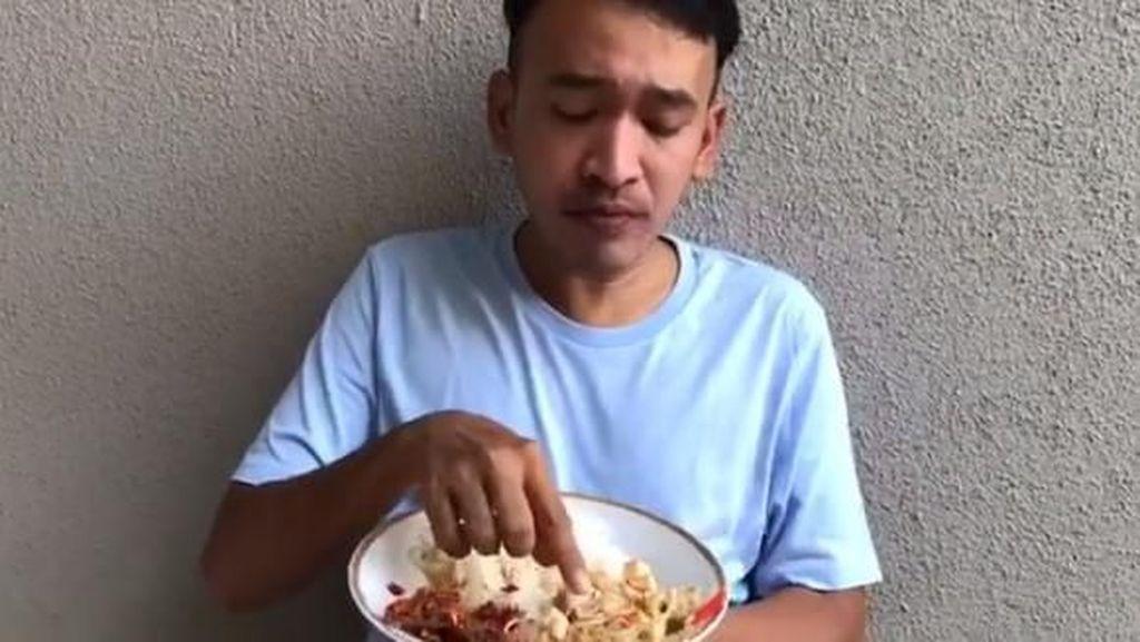 Nyam! Cara Makan Ruben Onsu yang Bikin Netizen Ngiler