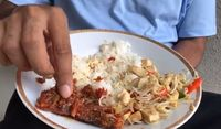 Lagi-lagi, Gaya Makan Pakai Tangan Ruben Onsu Ini Bikin Netizen Ngiler