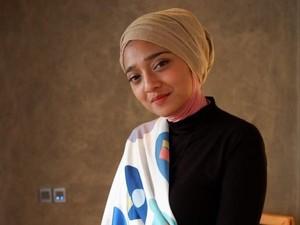 Hari Ibu, Chiki Fawzi Hadiahkan Parfum untuk Marissa Haque