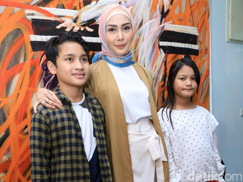 Sudah Berhijab, Fenita Arie akan Pergi Umrah Bareng Keluarga
