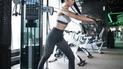Aktris Andrea Dian dan presenter Ganindra Bimo sering disebut hot couple lantaran sama-sama rajin berolahraga. Seperti apa sih olahraga mereka? Yuk lihat!