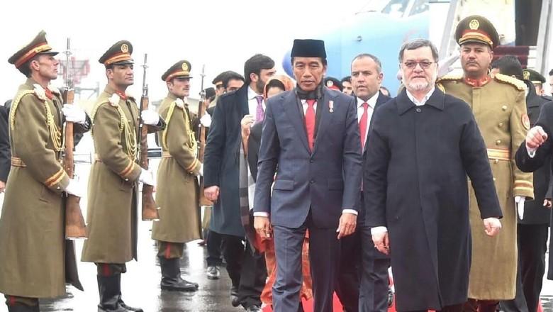 Foto: Hangatnya Pertemuan Jokowi-Presiden Ghani di Dinginnya Salju
