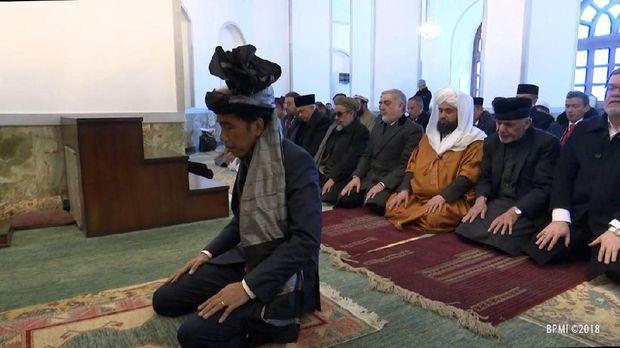 Presiden Jokowi menjadi imam dalam lawatan ke Afghanistan.