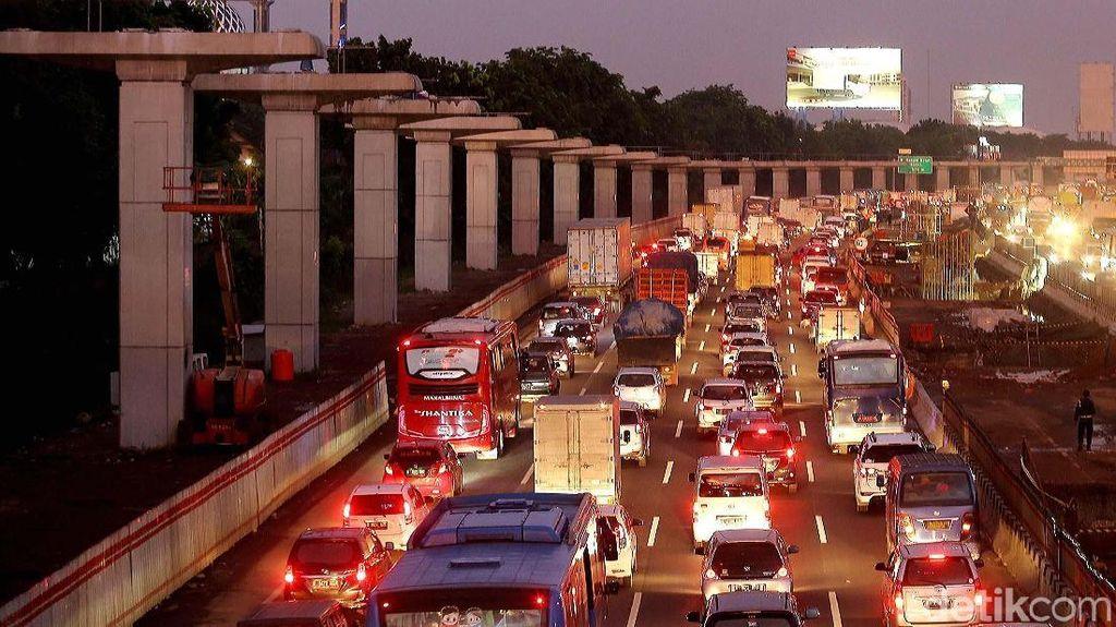 Semua Proyek di Tol Jakarta-Cikampek Bakal Disetop 20 Hari
