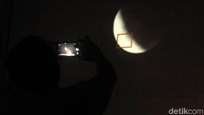 Peristiwa gerhana bulan total. Foto: Panji Al-hadromi