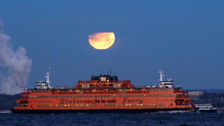 Potret Super Blue Blood Moon di New York hingga Beijing