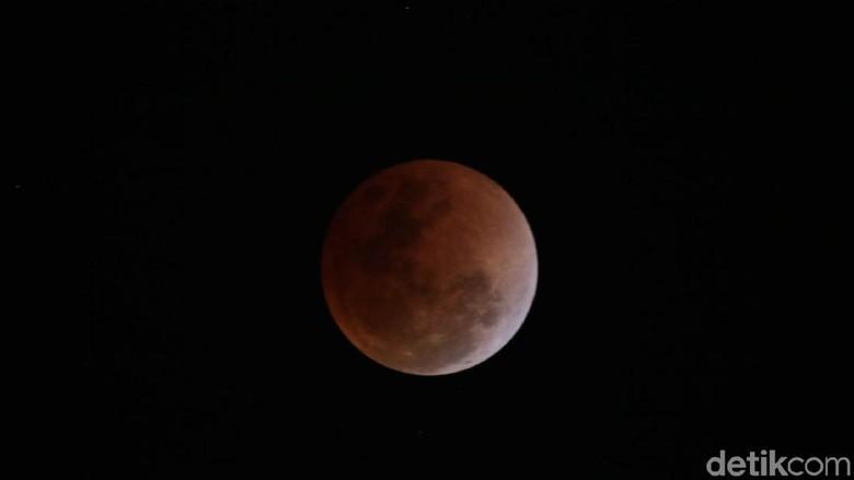 Penampakan gerhana Super Blue Blood Moon (Agus/detikTravel)