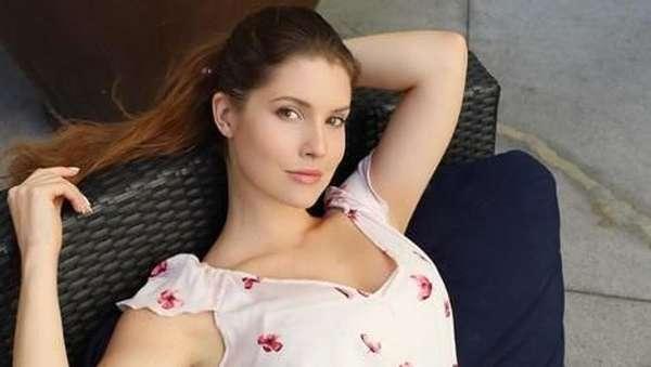 Bintang Glee Meninggal Gantung Diri, Manohara Makin Seksi dan Berani