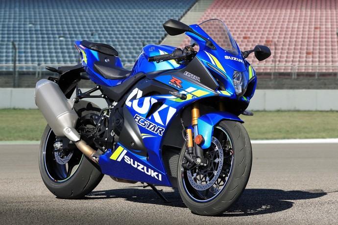 Motor MotoGP Suzuki Mengaspal di Jalan Umum
