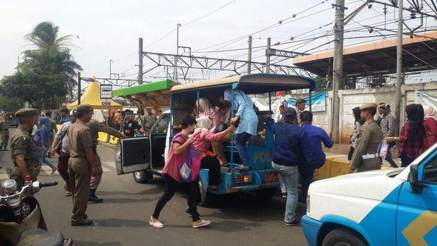 Mobil Satpol PP Kembali Gantikan TransJ Explorer Angkut Warga