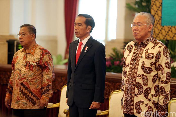 Raker juga dihadiri oleh Menteri Koordinator Bidang Perekonomian Darmin Nasution dan Menteri Perdagangan Enggartiasto Lukita.