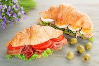 4 Langkah Cara Makan Croissant yang Benar
