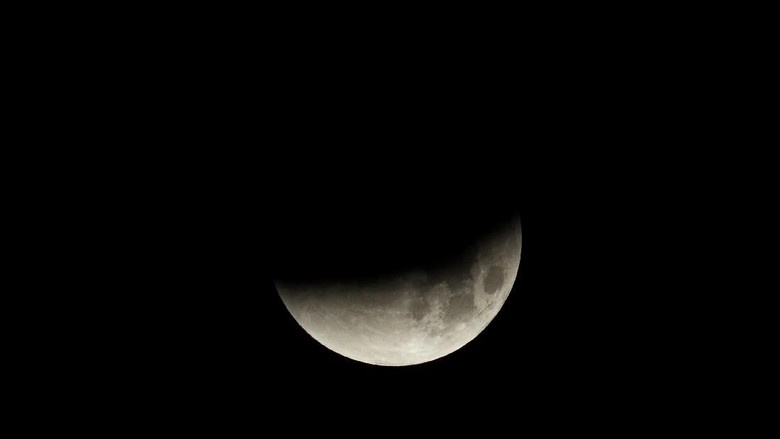 Detik-detik Super Blue Blood Moon di AS