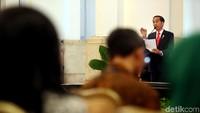 Presiden Jokowi mengungkapkan, nilai ekspor Indonesia sampai saat ini kalah dengan negara tetangga seperti Thailand, Vietnam, dan Malaysia.