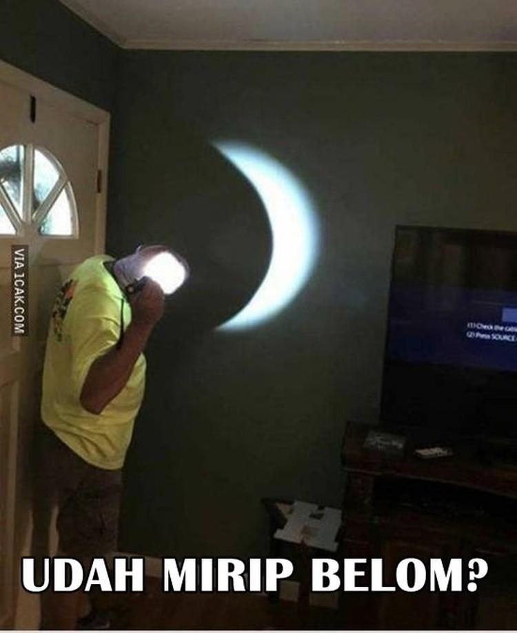 Meme Kocak Gerhana Bulan Ramaikan Medsos