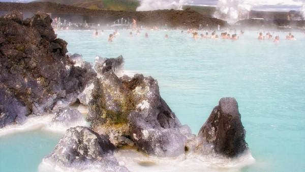 Inilah kolam tempat Chicco Jerikho dan Rio Dewanto berendam di Islandia (Thinkstock)