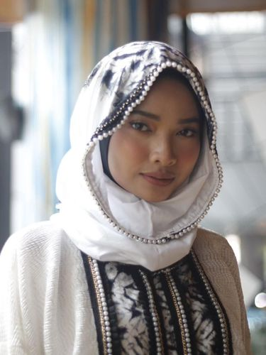 Vivi Zubedi Bawa Tenun Pagatan Kalteng ke New York Fashion Week