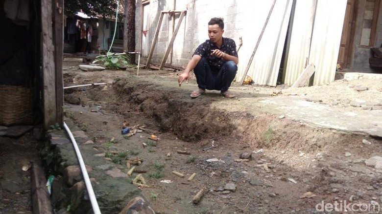 Mengunjungi Para Pengungsi Korban Tanah Gerak di Kabupaten Semarang