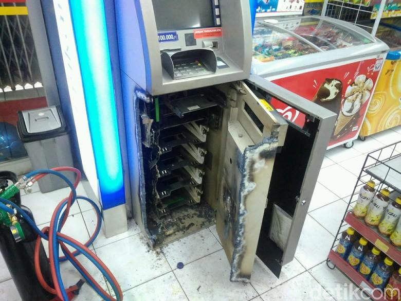 Mesin ATM di Garut Dibobol Pencuri, Uang Ratusan Juta Raib