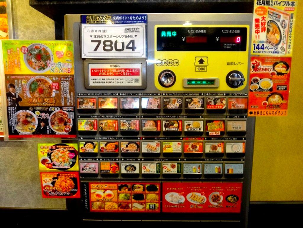 Vending machine ramen dengan beragam rasa terdapat di Jepang. Foto: istimewa