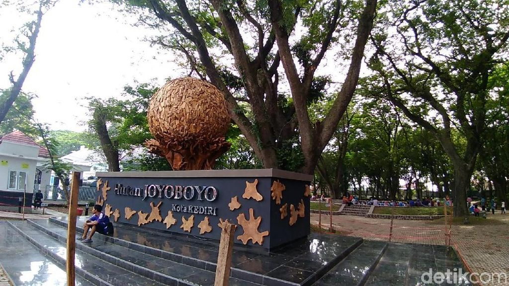 Inilah Hutan Kota Joyoboyo, Wisata yang Nyaman di Kota Kediri