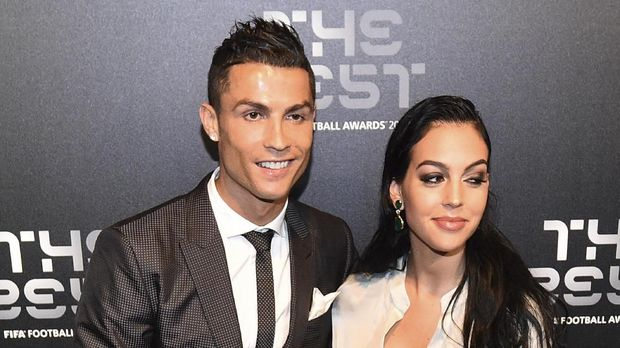 Cristiano Ronaldo sedang menjalin hubungan dengan Georgina Rodriguez.