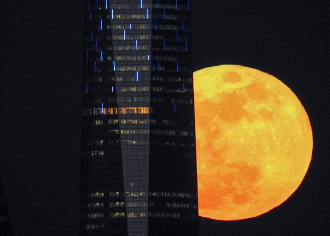 Ada Fenomena Supermoon Lagi Bulan September Ini?