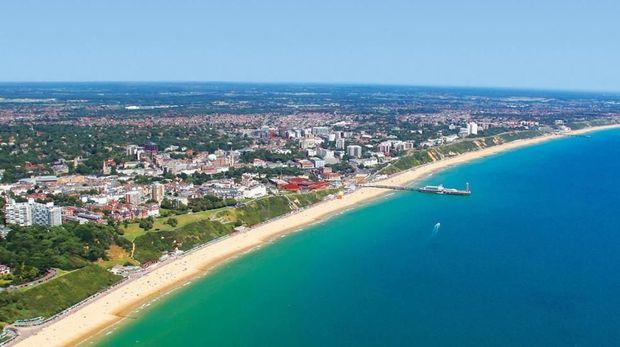 Bentangan pantai cantik di Bournemouth