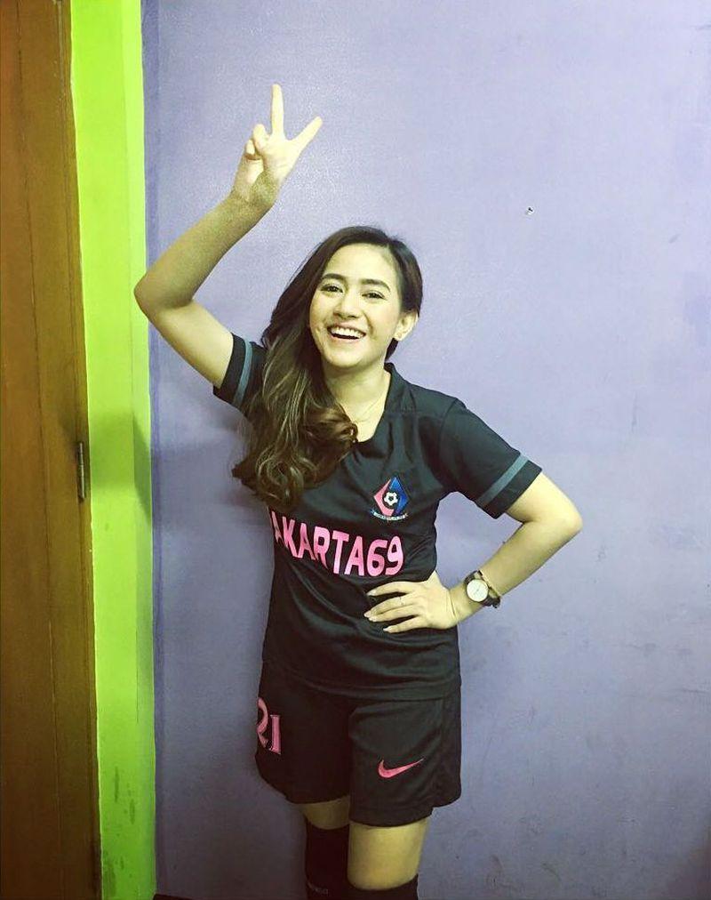Kenalin, ini Nadie Tanadie. Atlet futsal cantik yang membela klub Jakarta 69 FC. Nadie disebut-sebut sebagai atlet futsal tercantik saat ini. (Instagram/Nadie Tanadie) *kodevisual: Nadie Tanadie, Atlet Futsal Berparas cantik (Instagram/Nadie Tanadie)