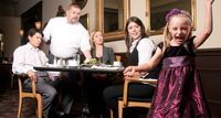8 Perbuatan Pengunjung Restoran Jengkel Pelayan