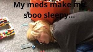 Kisah Haru di Balik Foto Ibu Tertidur di Dekat Mainan Anaknya
