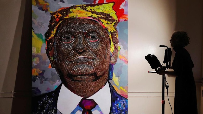 Foto: Dari Ribuan Koin dan Kepingan Kasino, Jadilah Lukisan Trump