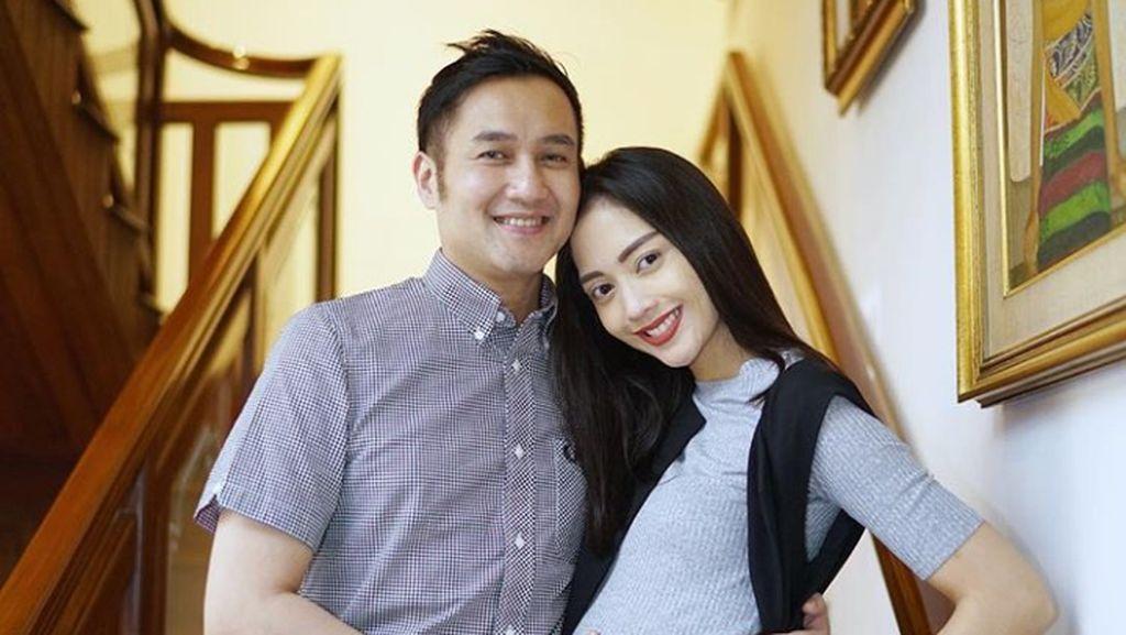 Ekspresi Super Happy Ririn Dwi Ariyanti di Kehamilan Ketiganya