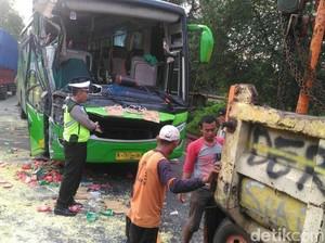 Korban Tewas Kecelakaan di Situbondo Seorang Guru dan Sopir Bus