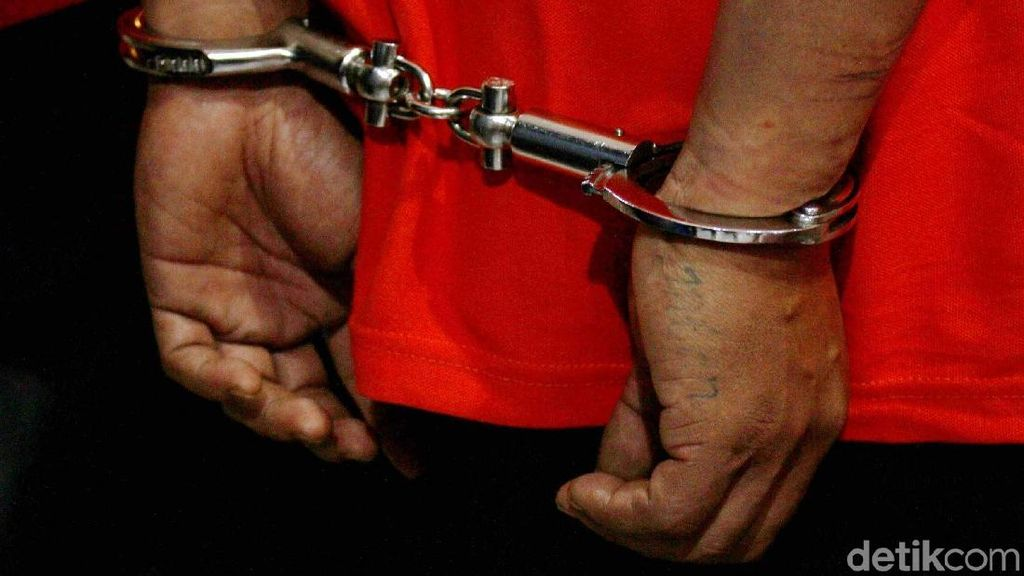 Surat Pemberhentian PNS Korup Baru Terbit Separuh