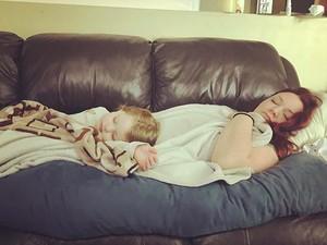 Niatnya Temani Anak Tidur, Eh Bunda Jadi Ikutan Terlelap