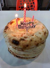 Bikin Ngiler! Tumpukan 'Cake' Roti Naan Ini Berisi Keju Leleh