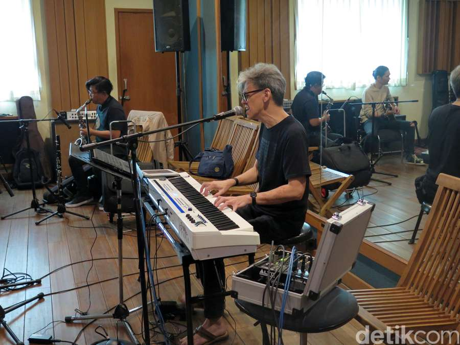 Mengintip Serunya Latihan Konser Fariz RM Anthology