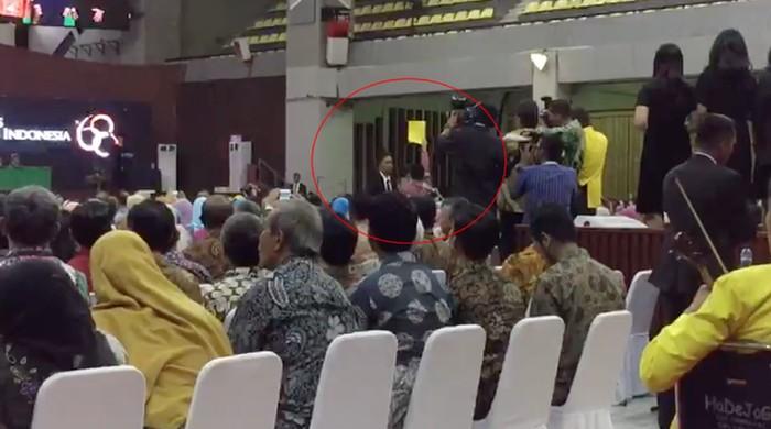 Ketua BEM UI Zaadit Taqwa baru-baru ini disorot setelah jadi pemberi kartu kuning ke presiden Jokowi saat Dies Natalis ke-68 Universitas Indonesia. (Foto: detiktv)